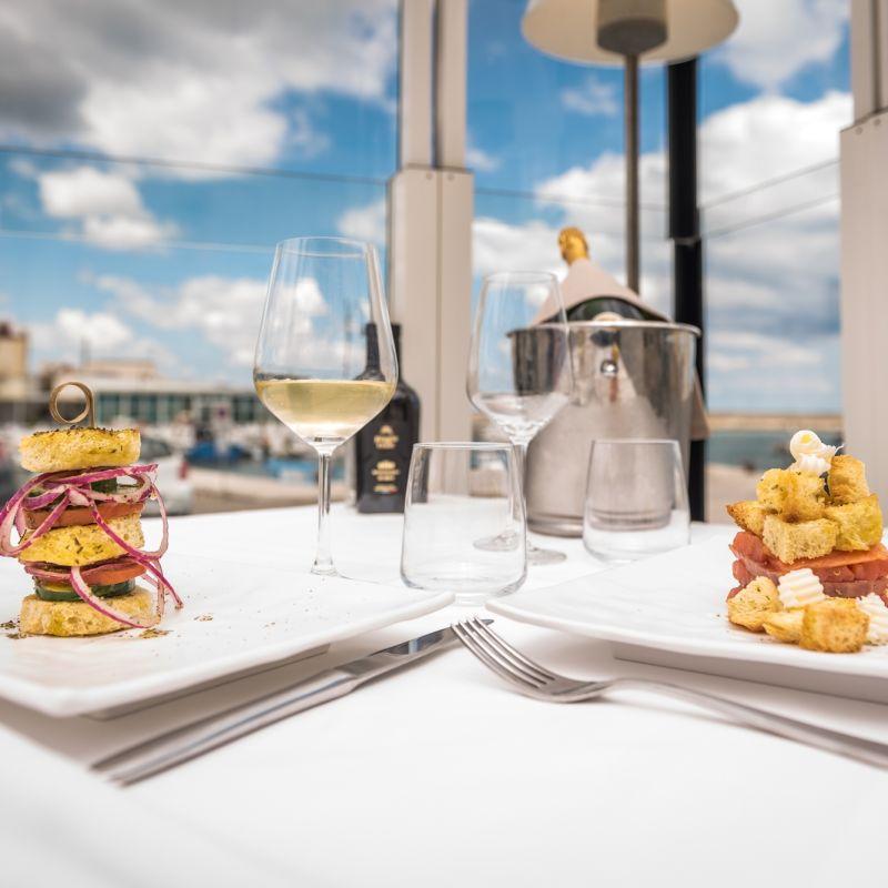 La guida definitiva ai ristoranti sulla costa vicina a Savelletri
