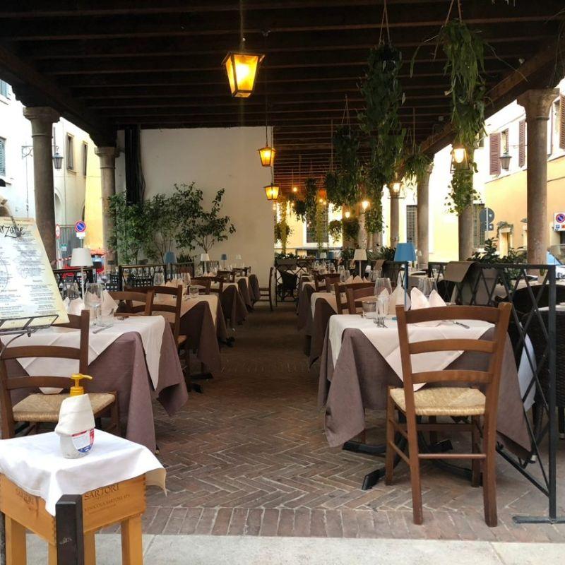 10 locali per mangiare all'aperto (come si deve) in centro a Verona