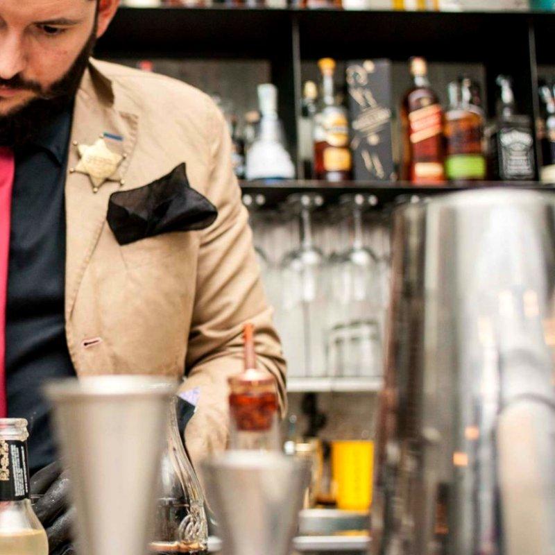 Dall'aperitivo al dopocena: 6 cocktail bar di Firenze con ristorante da provare prima che l'inverno finisca