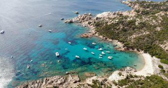 Bandiere Blu 2021. Premiate le più belle spiagge d'Italia in cui tuffarsi durante le vacanze