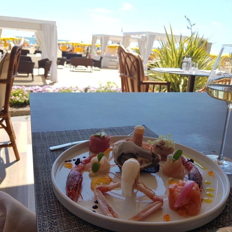 Pesce, vino, idee e comfort frontemare: il mio pranzo al Terrazza Sorriso di Jesolo