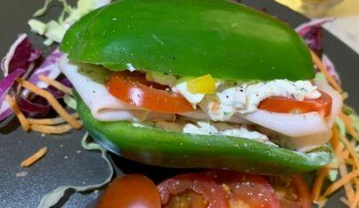 Nasce il pepe sandwich: il panino fatto con il peperone al posto del pane