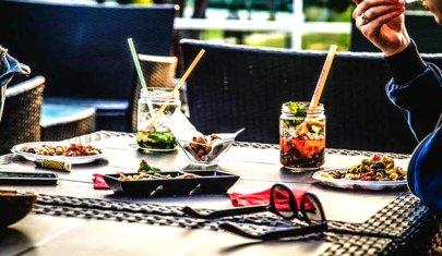 Spritz e Ponentino, ecco i migliori aperitivi dell'estate da gustare all'aperto a Roma
