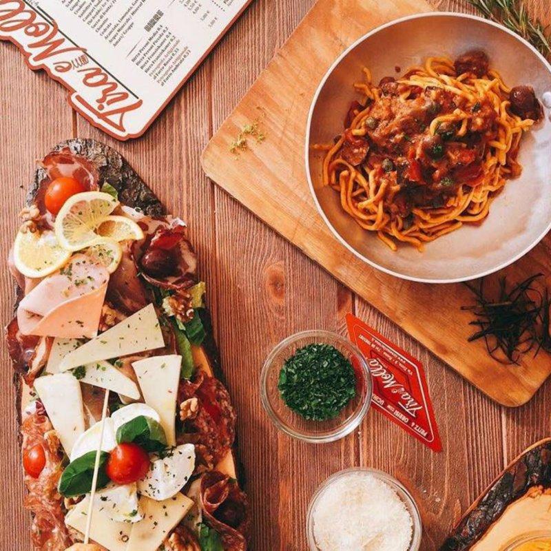 I migliori aperitivi di San Giovanni, tra bollicine e motociclette d'epoca
