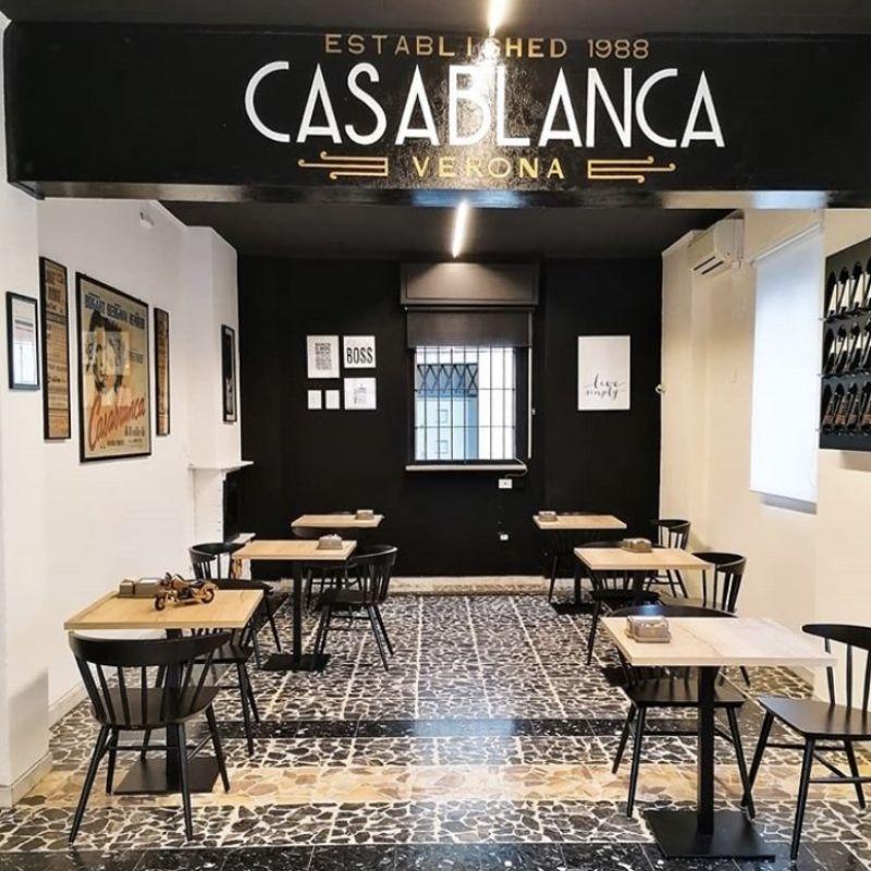 Al bar Casablanca, dalla mattina fino a tarda sera