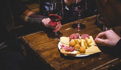 Come si beve a Treviso dentro le mura? Tanto, bene e coi fioi