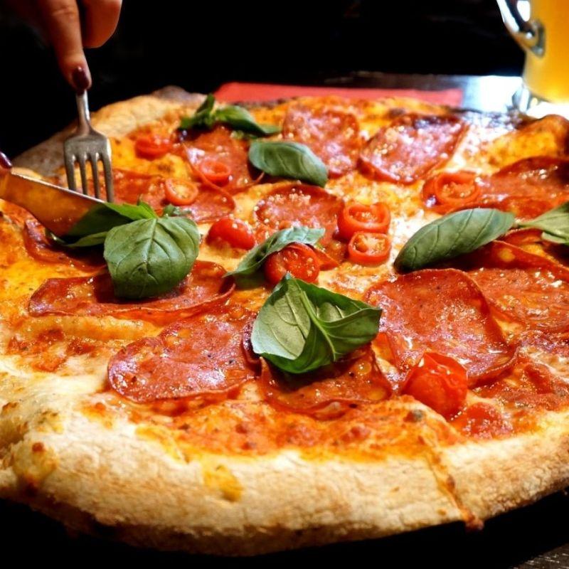 Non c'è niente di meglio di una pizza verace dopo una partita a Mestre e dintorni