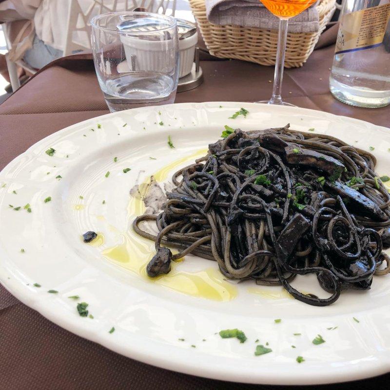 Spaghetti al nero di seppia: a Venezia una passione per tutte le tasche