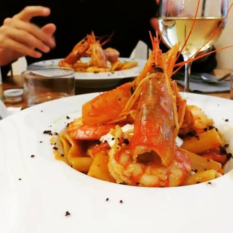 Una Milano bagnata dal Mediterraneo: i ristoranti dove trovare sempre il sole nel piatto