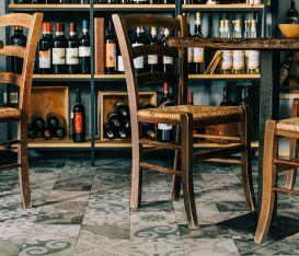 7mila enoteche chiuse mentre negozi alimentari e supermercati continuano la vendita di vini