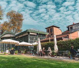 I locali dove stare a Venezia, in giardino, d'estate. Cosa vuoi di più?