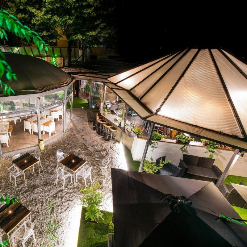Spuntino di mezzanotte: chioschi e giardini a Milano per vincere la fame notturna