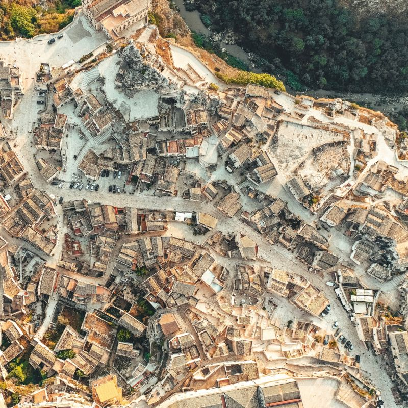 Una passeggiata alla scoperta delle vie nascoste di Matera, tra pagnotte, cantine e chiese rupestri