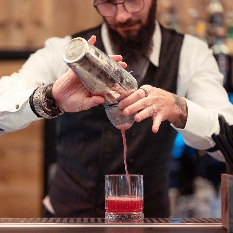 Quattro cocktail bar di Firenze che ancora non se la tirano (ma ci bevi da Dio)
