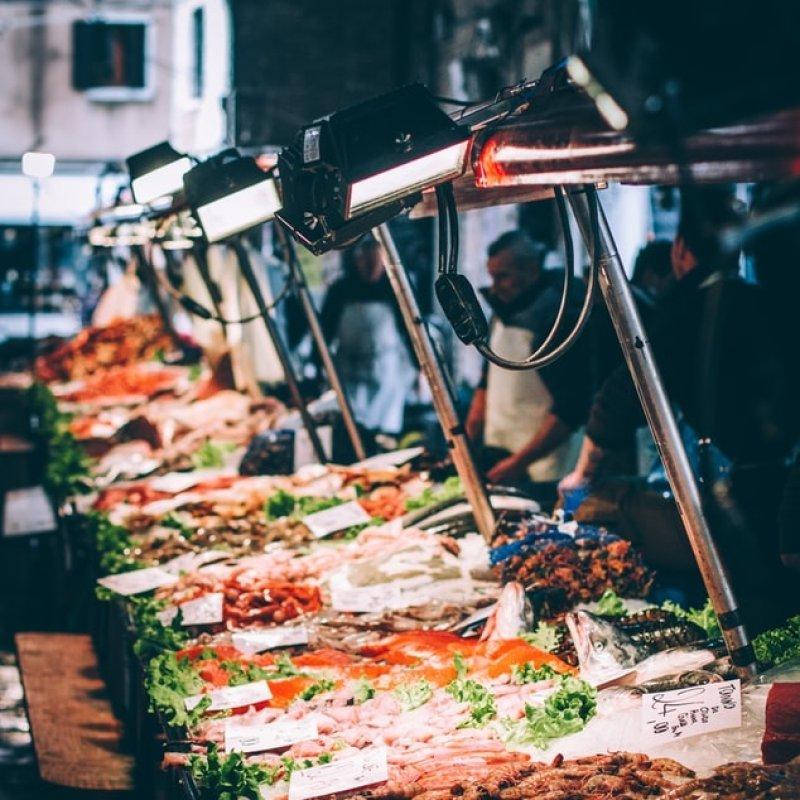 Ti racconto di 6 ristoranti veneziani che fanno la spesa al mercato di Rialto