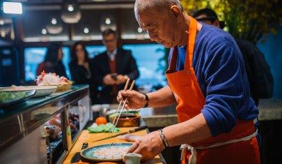 Vuoi mangiare sushi senza commettere errori (e fare un figurone)? Mr. Nobu ti spiega come
