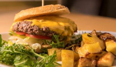 Tutta un'altra carne: 5 imperdibili hamburger di Angus a Milano