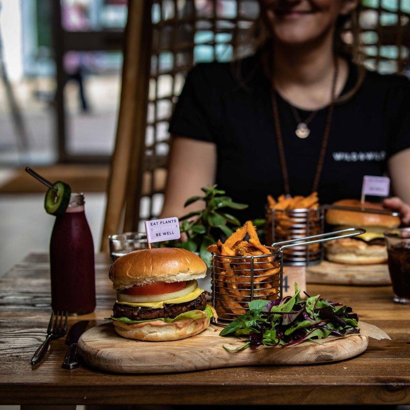 Dillo ai tuoi amici che non mangi sempre insalata: vegani particolari a Treviso e dintorni