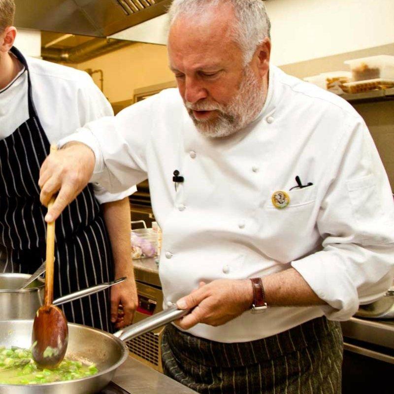 I grandi chef italiani e i loro piatti distintivi. Ovvero, quelli che non possono togliere dal menu e che tu devi provare almeno una volta