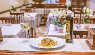 Tra fiori, pasta fresca e aria di lago: ristorante La Formica
