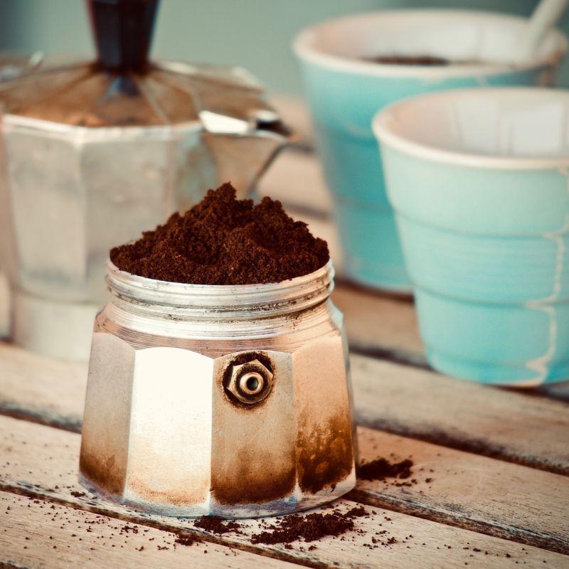 Micro-torrefazioni d'eccellenza e caffè slow: il ritorno alla moka