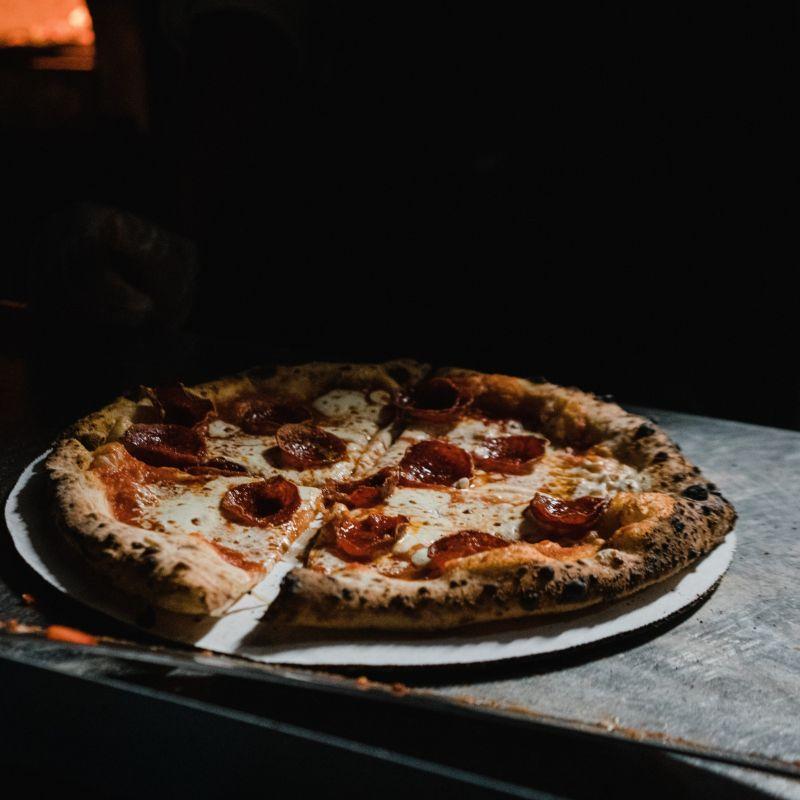 Acquaviva chi chiamare per la pizza a domicilio per andare sul sicuro. Dai che manca poco.