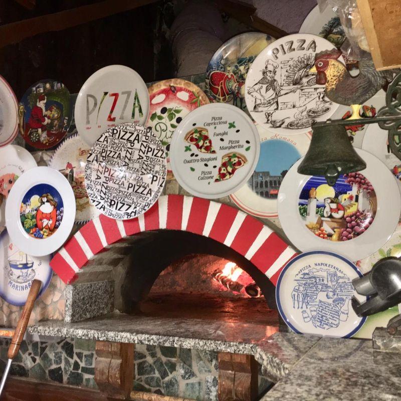 Chirimoya, a Genzano di Roma tra collezionismo sfrenato, libri e pizza d'autore