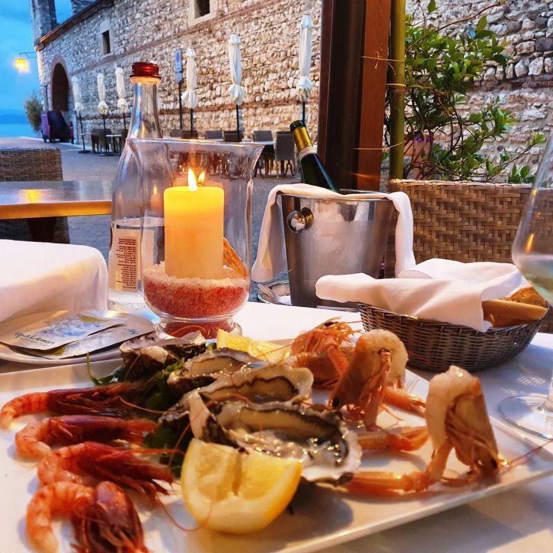 Conquistare il partner con una cena al Lago di Garda: un gioco da ragazzi