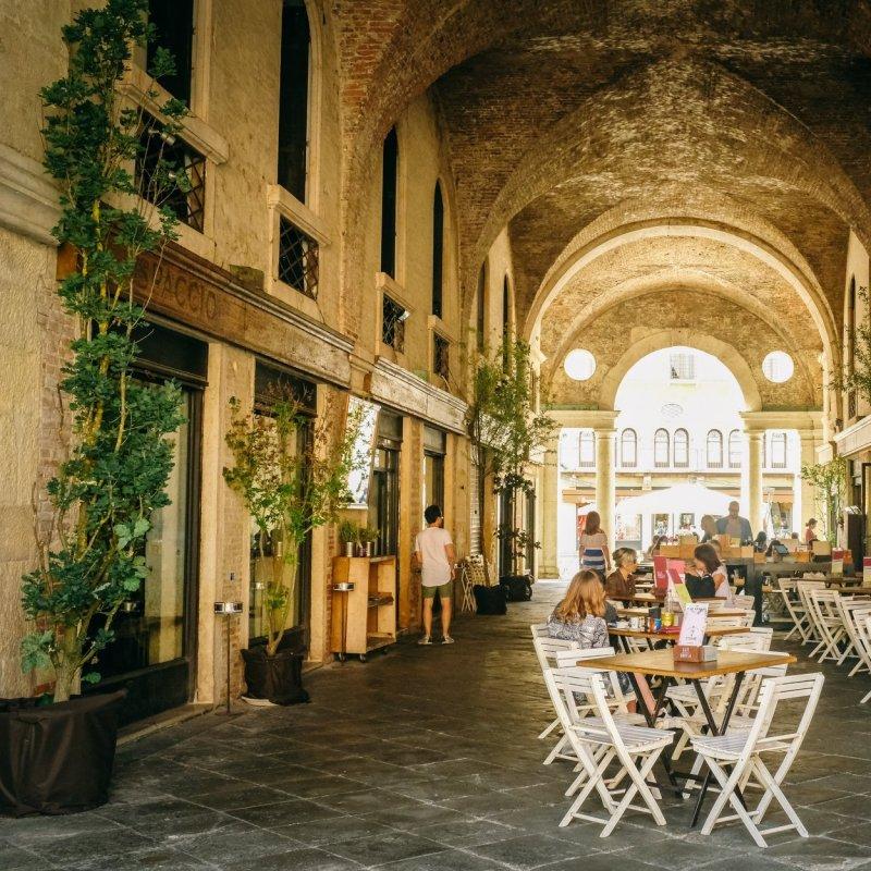 Basta divano e condizionatore: le cene estive a Vicenza si fanno all'aperto