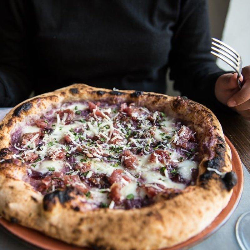 Il Natale passa, la fame resta: 11 pizze napoletane a spasso per il Veneto