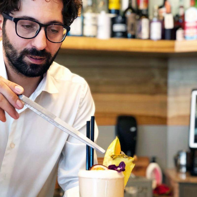 Origini Caffè e Cucina secondo Davide: tanta passione per le cose buone e belle. Facendo squadra.
