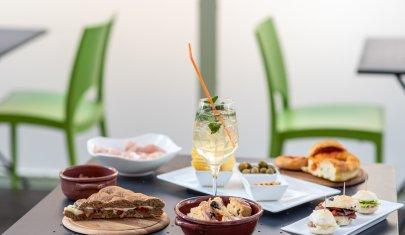 Dalla colazione agli aperitivi serali, ti spieghiamo perchè provare La Vetta dello Spritz