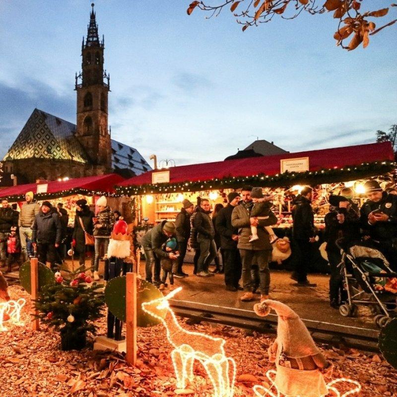 La nostra guida ai mercatini di Natale, perché se non te ne sei accorto, è iniziata ufficialmente la stagione delle feste
