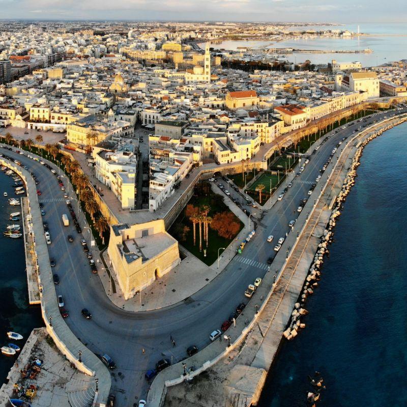 Se non puoi andare al locale, è il locale di Bari che viene da te