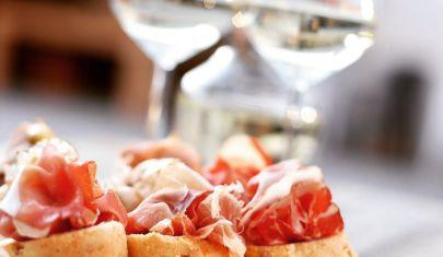 5 indirizzi per l'aperitivo che trasformano Noale nel paese dei balocchi