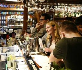 Whisky bar da conoscere. Perché lo stereotipo whisky, uomo di mezza età (e da bere liscio) è roba vecchia
