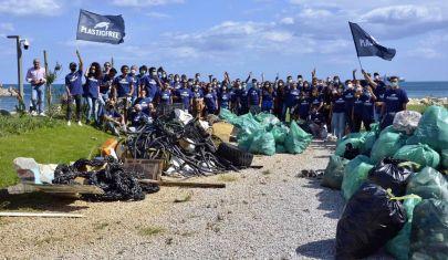 Le spiagge della Puglia che vengono liberate dalla plastica