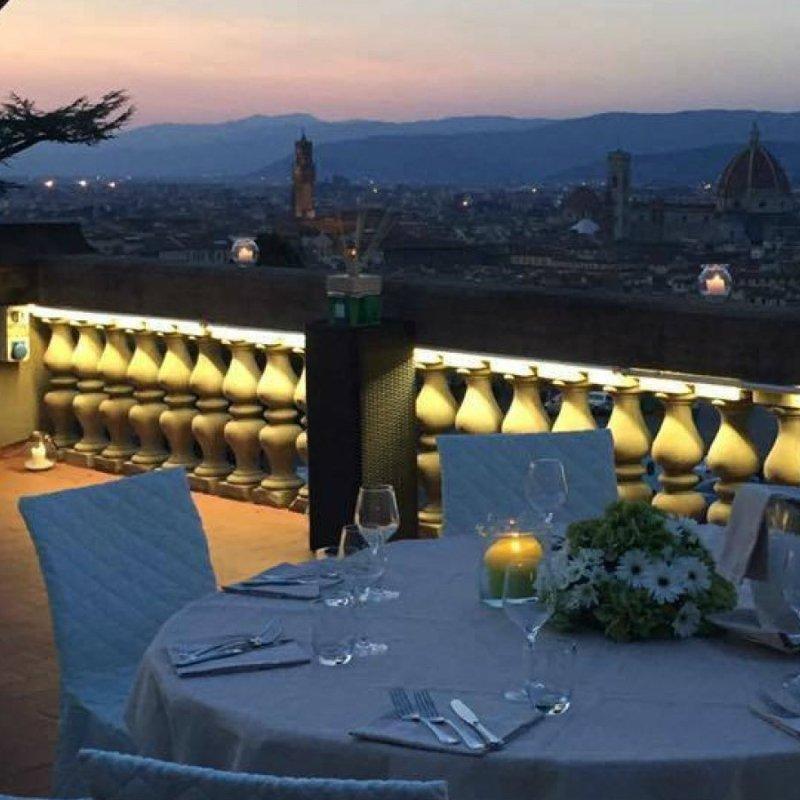 Cena in terrazza a Firenze e dintorni: per chiederle la mano (o alla peggio buttarla giù)
