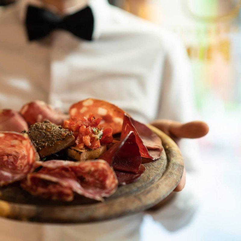 Il lato romantico della cucina toscana: i ristoranti di Firenze dove ti innamori davanti a trippa e bistecca