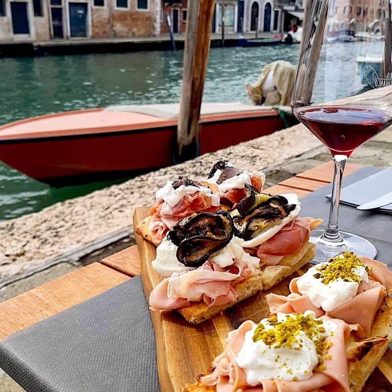 All'aperto e seduti: dove andare per bacari a Venezia, tra ombre e cicchetti