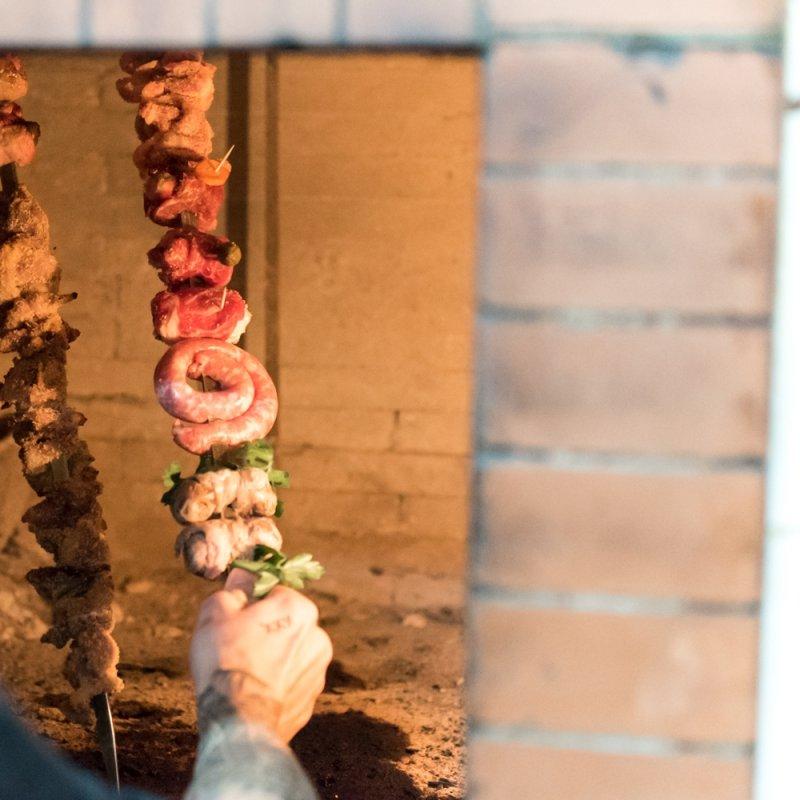 Le bracerie di Lecce e provincia che non puoi perderti per un'abbuffata di carne alla salentina