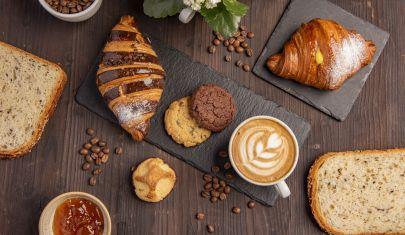 La classica boulangerie francese si trasforma: il format del futuro è pane, croissant e ora anche caffè