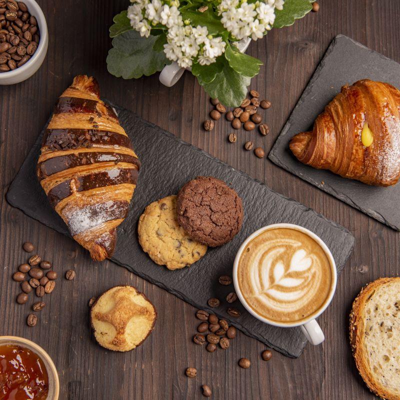 """""""La classica boulangerie francese si trasforma: il format del futuro è pane, croissant e ora anche caffè"""""""