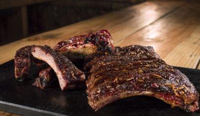 Sfondarsi di BBQ Ribs a Roma: 7 locali dove anche i serial griller americani dovrebbero inchinarsi