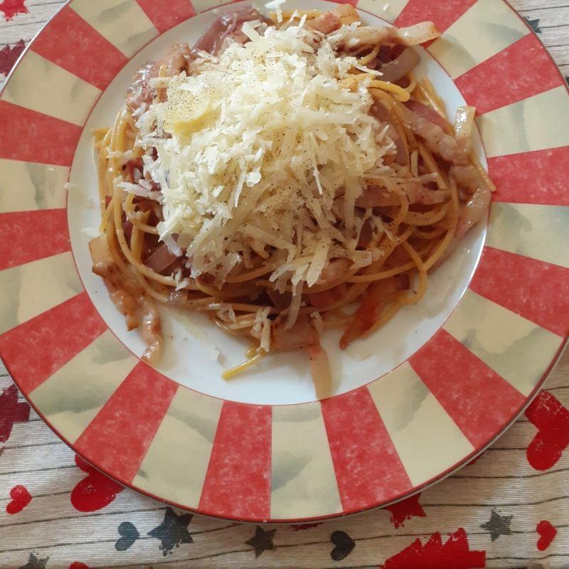 Spaghetti con cipolla, guanciale e scaglie di pecorino - Trattoria San Pierino
