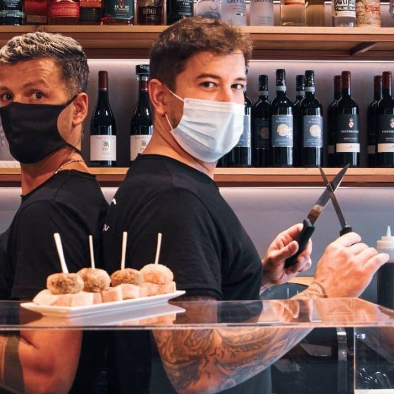 Dorian e Simon: la storia di amicizia e intraprendenza dietro al nuovo Frida Tapas Bar