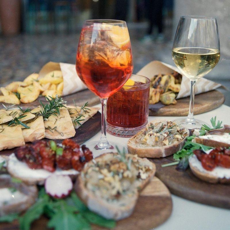 A Roma in zona gialla l'aperitivo si fa a merenda. Ecco i migliori da provare in città