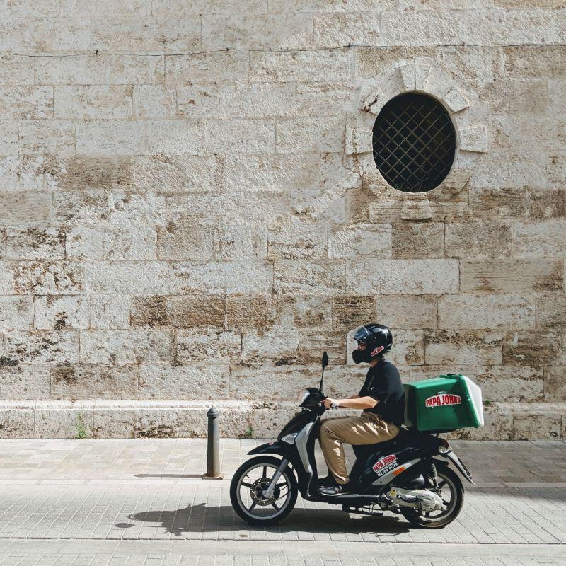 Consigli per organizzare più di una cena con gli amici su Skype: tutti i delivery di Lecce