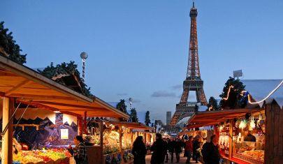 A Parigi i ristoranti chiusi aprono nei mercati